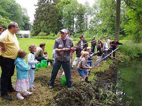 Initiations à la pêche organisées lors de pêche en fête