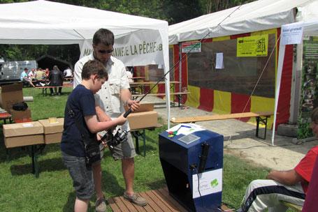 Essai gratuit du simulateur de pêche à l'occasion de Pêche en fête 2010 à Tubize