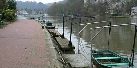 Barques de pêche dans la darse de Cheratte