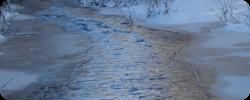 Photographie d'une rivière gelée